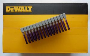 A Dewalt DRS18100 25mm Insulated Cable Staples for DCN701 Cable Stapler - 540-Pack